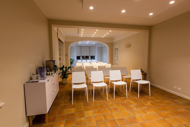 salle reception et patio dispo conférence